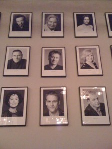 Wall of fame p Dramatenrestaurangen Frippes