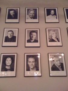Wall of fame på Dramatenrestaurangen Frippes
